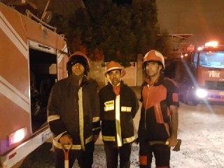 مهار آتش سوزی در نیمه های شب توسط آتشنشانان شهرداری بندرخمیر
